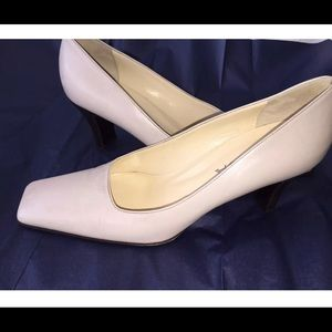 Prada sz 38.5 white leather 3' hells pumps